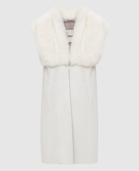 Светло-бежевое пальто из кашемира с мехом