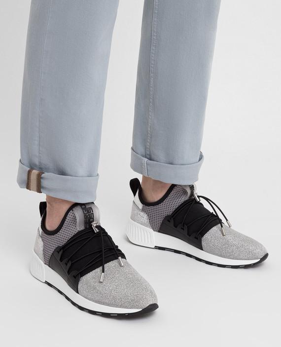 Серебристые кроссовки hover