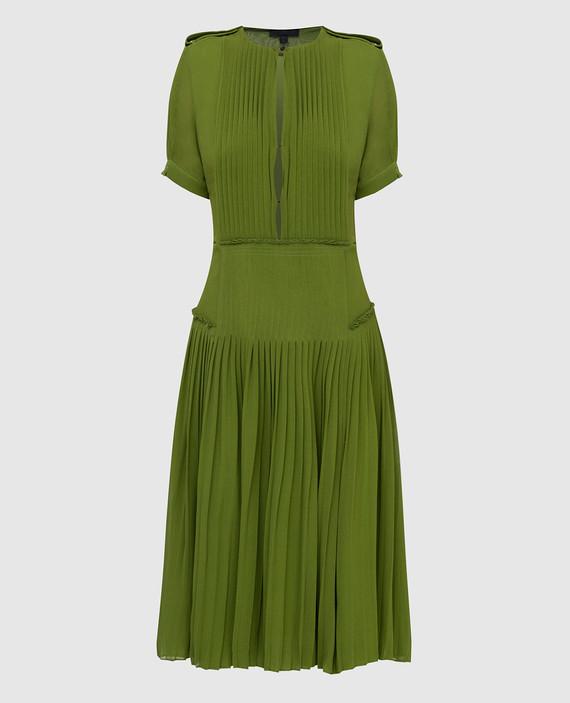 Зеленое платье из шелка