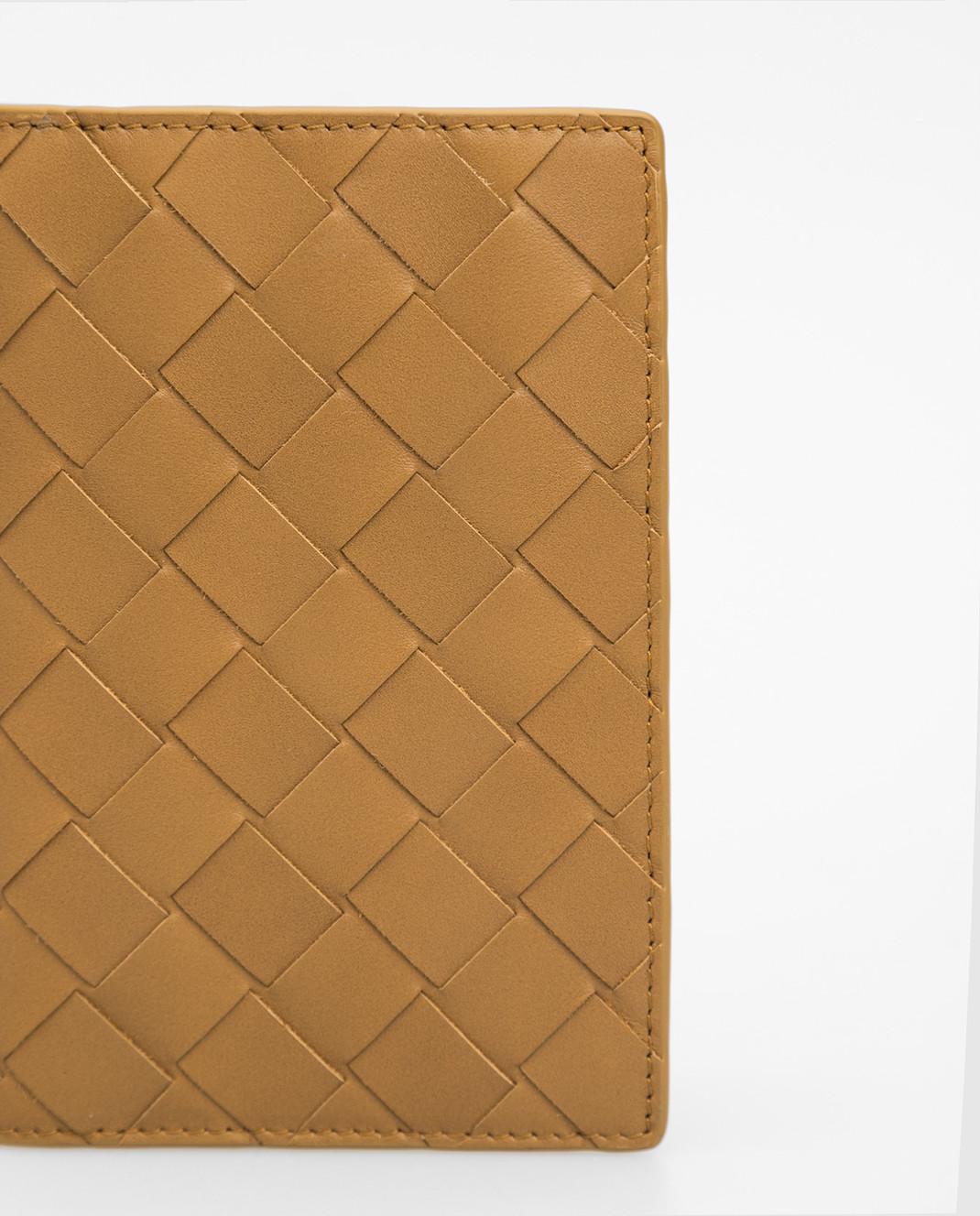 Bottega Veneta Горчичная кожаная обложка для паспорта изображение 4
