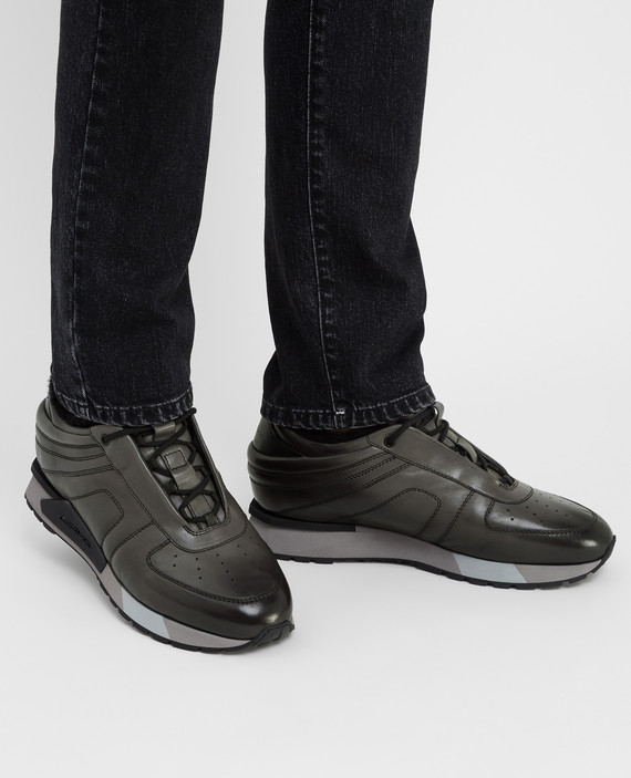 Кожаные кроссовки на меху hover